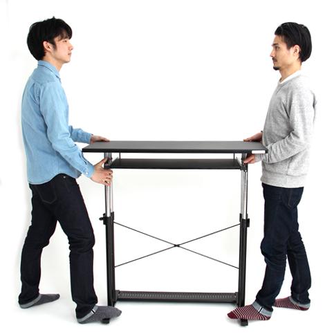 1.天板の両サイドに2人で立ちます。
