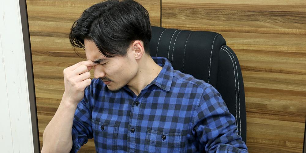 身体の歪みは頭痛、吐き気、めまいやイライラ等の原因にも