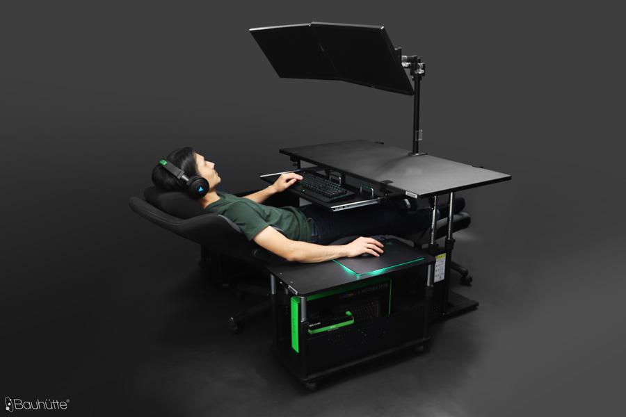 寝ながらパソコンができるデスクを予算10万円で構築する術