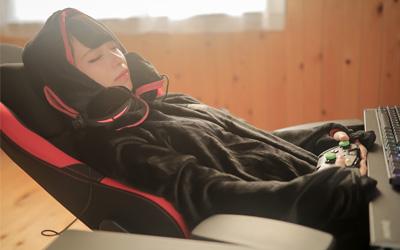 着る毛布を冬のゲーミングウェアに!ゲーマーのための着る毛布選び6ヶ条