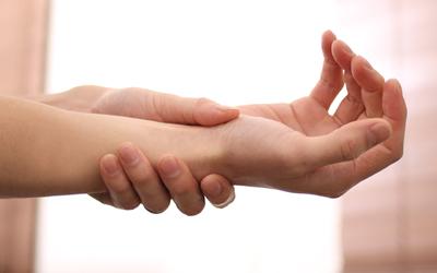 腱鞘炎の治し方。原因からチェック方法、予防法まで徹底解説!